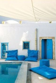 Relax at the pool &. Exciting pool and terrace design inspiration… Patio Design, Exterior Design, House Design, Patio Interior, Interior And Exterior, Outdoor Spaces, Outdoor Living, Outdoor Pool, Casa Patio