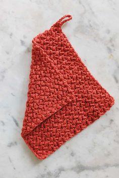 Patrón de tejer gratis para gorro con textura estrellada Crochet Dishcloths, Crochet Yarn, Knitting Yarn, Free Crochet, Crochet Gifts, Crotchet, Chunky Crochet, Paintbox Yarn, Yarn Brands