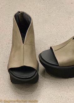 Sandalen von Lofina in Gasoline El Carnero - dagmarfischer mode   Ausgefallene Designer Mode - Online kaufen   dagmarfischermode.de Designer Mode, Chelsea Boots, Ankle, Shoes, Fashion, Sandals, Moda, Zapatos, Wall Plug