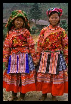 Gorgeous girls from the Flower Hmong Hill Tribe