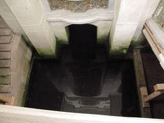 Zrcadlo I, konvent - zrcadla slouží ke kontrole stavu vody pod klášterem