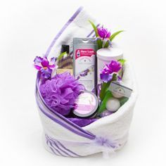 reating a spa gift basket is fun and easy. Spa gift baskets make an exquisite gift to give to celebrate a special birthday, a special thank you or for just about any reason. It can be filled with any selection of relaxing products and scents to promote re Themed Gift Baskets, Wine Gift Baskets, Raffle Baskets, Diy Spa, Spa Gifts, Wine Gifts, Easy Gifts, Homemade Gifts, Spa Basket