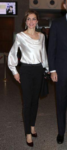 """Don Felipe y Doña Letizia en la representación de la ópera """"El Público"""" de Federico García Lorca en el Teatro Real. Madrid, 13.03.2015"""