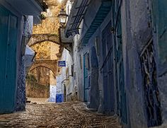 CalidezDeChaouen (Zu Sanchez) Tags: africa lighting street travel blue light azul canon calle streetlamp morocco maroc chaouen chefchaouen marruecos canoneos urbanlandscape zu phototravel xauen azurro   chaouene  canoneos1000d zsnchez zusanchez