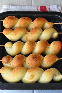 Garlic breadsticks - Burro e Malla Garlic Breadsticks, Antipasto, Biscotti, Finger Foods, Bread Recipes, Buffet, Pane Pizza, Food And Drink, Appetizers