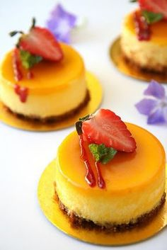 White chocolate mango cheesecakes with raspberry coulis (with recipe)