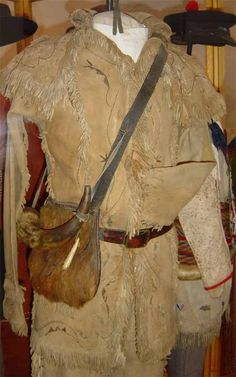 Museum of the Fur Trade Hunting Bags, Hunting Shirts, Native American Clothing, American Apparel, Mountain Man Clothing, Mountain Man Rendezvous, Terry Dresbach, Outlander Costumes, Longhunter