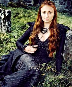 Sophie Turner as Sansa Stark in Game of Thrones (season Sansa Stark, Costumes Game Of Thrones, Arte Game Of Thrones, Game Of Thrones Sansa, Sophie Turner, Alex Standall, Got Merchandise, Maisie Williams, Winter Is Coming