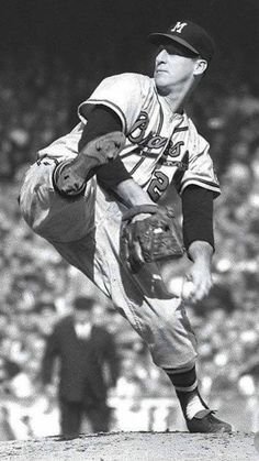 Warren Spahn, 363 JG Milwaukee Braves - the winningest left-hander in MLB history New York Yankees Baseball, Braves Baseball, Nationals Baseball, Cardinals Baseball, Baseball Players, Mlb Players, Baseball Pitching, Pro Baseball, Baseball League