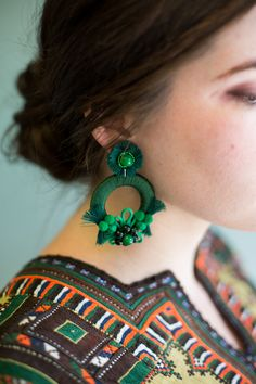 Jewelry Making Earrings DIY Mixed Media Earrings - The House That Lars Built - We've been a bit on a jewelry kick lately, but can you. Green Earrings, Beaded Earrings, Statement Earrings, Earrings Handmade, Crochet Earrings, Handmade Jewelry, I Love Jewelry, Jewelry Design, Fashion Earrings
