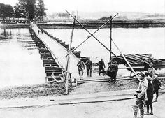 1914 Augustus 6 - Duitse troepen steken massal de maas over bij Lixhe ten noorden van Visé, De kanonnen van fort Pontisse raken maar tot Visé. Tot driemaal toe werden eerder gebouwde pontonbruggen in Visé aan flarden geschoten door de kanonnen van fort Pontisse. De duitsres besloten meer naar het noorden te proberen buiten bereik van de Belgische kanonnen.