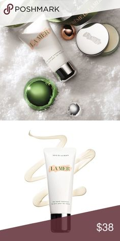 La Mer The Hand Treatment This silky formula soothes hands on contact and creates an emollient barrier. An exclusive Skin Brightening Complex improves tone and clarity while visibly diminishing age spots. The nutrient-rich Miracle Broth™, the heart of La Mer's profound powers of transformation, protects and helps heal even the driest skin. The Hand Treatment, 1 oz. Sephora Makeup