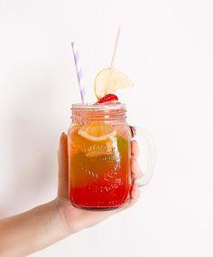 Recette : Limonade à la fraise - Cet été, vous allez adorer notre délicieuse recette de limonade à la fraise. Facile, savoureuse et rafraîchissante !