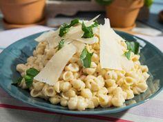 Jeff Mauro Baby Shells Bechamel Recipe from Food Network Best Pasta Recipes, Top Recipes, Yummy Recipes, Recipies, Rice Recipes, Dinner Recipes, Bechamel Recipe, Food Network Recipes, Food Processor Recipes