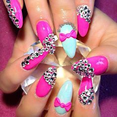 "I just don't like the ""stiletto nails"" but I like everything else about this design! Dope Nails, Get Nails, Fancy Nails, Bling Nails, Stiletto Nails, Sparkly Nails, Nail Swag, Fabulous Nails, Gorgeous Nails"