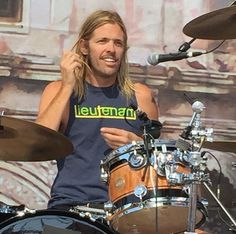 Taylor Hawkins at Chevy metal show may 9, 2015. Nice shirt Tay, I want one! #gimme