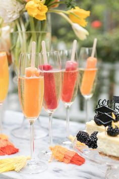 A College Graduation Bubbly Bar! A College Graduation Bubbly Bar! The post A College Graduation Bubbly Bar! appeared first on Pink Unicorn. Bubbly Bar, Champagne Bar, Mimosa Bar, Champagne Birthday, Party Drinks Alcohol, Cocktail Drinks, Alcoholic Drinks, Cocktail Party Food, Cocktail Mix