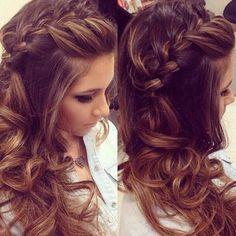 Trança embutida + semipreso é um dos penteados lindos para cabelos longos