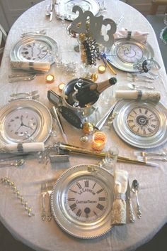 DIY New Year's Eve Clock table