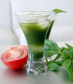 Green juice recipe for 92-day juice feast: Green Juice with tomato, cucumber, kale and basil. Green Juice Recipes, Healthy Juice Recipes, Raw Food Recipes, Healthy Drinks, Smoothie Recipes, Detox Drinks, Fast Recipes, Healthy Eating, Healthy Shakes