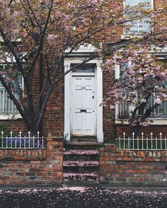 There's something about Lilac Wild Photography, Travel Photography, Exterior Design, Interior And Exterior, Beautiful Images, Beautiful Homes, English Farmhouse, Magnolia Homes, Entrance Doors