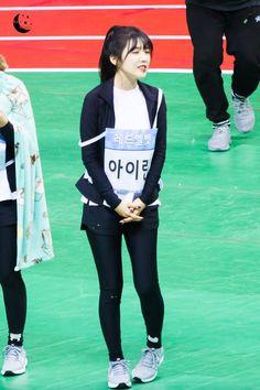 I don't understand how can someone be this pretty ^v^ South Korean Girls, Korean Girl Groups, Bae, Good Raps, Redvelvet Kpop, Fan Picture, Red Velvet Irene, Famous Girls, Velvet Fashion