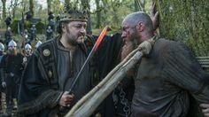 King Aelle torturing King Ragnar Lothbrok | Travis Fimmel as King Ragnar Lothbrok and Ivan Kaye as King Aelle in Vikings Season 4 Episode 15 'All His Angels'