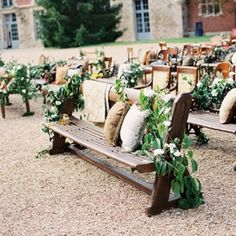 Love this seating arrangement as much as we do?!  Come find out what makes this work so well & why its so stunning!