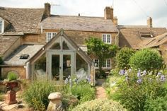 Risultati immagini per cotswolds cottage Garden Room Extensions, House Extensions, Rose Cottage, Cottage Style, Glass Extension, Extension Ideas, Cottage Extension, Architecture Design, House Goals