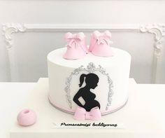 Sooo simplistically chic Beautiful Cakes, Amazing Cakes, Africa Cake, Pregnant Cake, Baby Girl Clipart, Fondant Cake Designs, Torta Baby Shower, Bolo Cake, Doughnut Cake