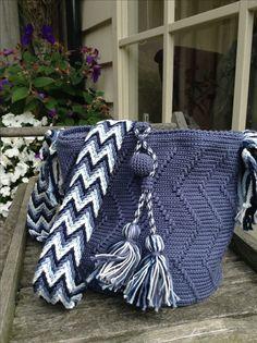 Gehaakt door Emmy van der Kreeft. Patroon Thea vd Berg-Nelissen. Crochet Hobo Bag, Crochet Beach Bags, Mochila Crochet, Crochet Purses, Crochet Quilt, Tapestry Crochet, Knit Crochet, Tapestry Bag, Crochet World