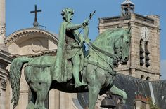 A color photograph of the statue of Étienne Marcel on the south side of Paris' city hall, taken by David Henry. St Louis, Equestrian Statue, Paris City, France, Horse Art, Statue Of Liberty, Lion Sculpture, Horses, Marcel