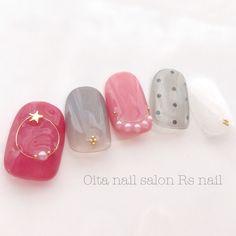 星シースルードットネイルチップ Minimalist Nails, Nail Games, Red Nails, Nail Inspo, Red And Pink, Nail Art Designs, Manicure, Make Up, Cosmetics