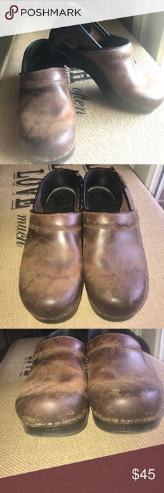 Dansko Professional Rustic Brown Clogs Size 38 These rustic brown thick leather Clogs are in great condition. They come in a size 38. Dansko Shoes Mules & Clogs