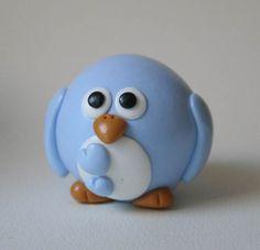 Cute little blue bird Sculpey Clay, Polymer Clay Figures, Polymer Clay Animals, Polymer Clay Charms, Polymer Clay Projects, Polymer Clay Creations, Polymer Clay Art, Clay Crafts, Diy Fimo