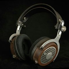 Kennerton as a luxury brand of Fischer Audio was founded by professionals with a single purpose – to provide its customers with high-end quality sound Diy Headphones, Over Ear Headphones, Computer Setup, Loudspeaker, Big Black, Audiophile, Capitalist Pig, Waves, Madness
