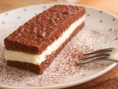 "Tvarohové řezy à la ""kinder mléčný řez"" - Avec Plaisir Tiramisu, Food And Drink, Ethnic Recipes, Tiramisu Cake"