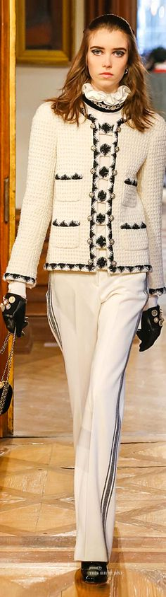 Chanel Pre-Fall 2015 Fashion Show