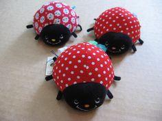 Ladybug pin cushions! | par i_am_soylent_green