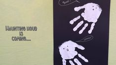 Crafting with children: Handprint art – cute little ghosts Halloween Hacks, Halloween Crafts, Halloween Decorations, Haunting Hour, Diy Halloween Dekoration, Handprint Art, Ghosts, Crafts For Kids, Crafting