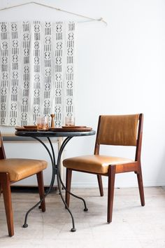A beautiful leather dining chair set from Danish American designer Jens Risom. The light toffee-colored shade works well as a warm neutral that complements the light wood tone of the frame.