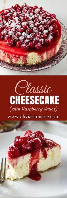 Tarta de queso con salsa de frambuesas clásico | www.oliviascuisine.com | Pocas cosas en la vida son tan buenos como un pastel de queso cremoso y delicioso. Esta receta clásica se hace aún mejor con la adición de una salsa picante de frambuesa y dulce.