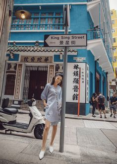 Tibi asymmetrical shirtdress with high-front white pumps in hong kong. Hongkong Outfit Travel, Taipei Travel, Singapore Travel, Travel Pose, Work Travel, Travel Style, Spring Outfits Women, Summer Outfits, Simple Outfits