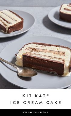 Kit Kat Bar Ice-Cream Cake A build-your-own ice-cream cake fit for a crowd that takes only 20 minutes to construct. KIT KAT bars layered with vanilla ice cream and topped with HERSHEY?S Chocolate Shell Topping for a little bit (Icecream Cake Kids) Ice Cream Desserts, Frozen Desserts, Ice Cream Recipes, Frozen Treats, Easy Desserts, Delicious Desserts, Chocolate Desserts, Kit Kat Dessert, Dessert Oreo