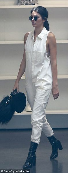 Kendall Jenner goes shopping and dining with Scott Disick in baggy jumpsuit | Daily Mail Online