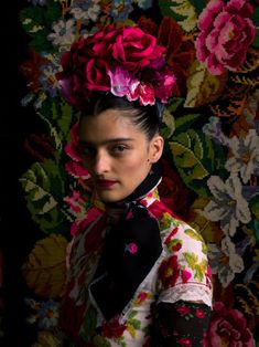 Susanne Bisovsky's collection is a tribute of her country's traditional costume, tracht, and the great Frida Kahlo by Atelier Olschinsky Moda Floral, Foto Fashion, Fashion Art, Fashion Shoot, Frida Kahlo Costume, Foto Fantasy, Frida Art, Gisele Bündchen, Karen Elson