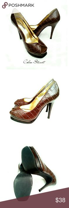 """COLIN STUART BROWN CROC LEATHER PLATFORM HEELS COLIN STUART BROWN LEATHER FAUX CROC PLATFORM HEELS Pre-Loved  / Actual Pics *   Size 7 *   Genuine Leather Upper *   Balance Manmade *   Approx Meas;           Platform 1""""           Heel  5""""           Ttl. Ht. 7"""" Please See All Pics. ?  If Needed Colin Stuart Shoes Heels"""