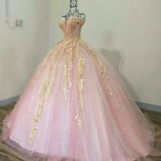 Modest captured quinceanera dresses Look at Ball Gowns Prom, Ball Gown Dresses, 15 Dresses, Formal Dresses, Beautiful Prom Dresses, Pretty Dresses, Lover Dress, Pretty Quinceanera Dresses, Elegant Ball Gowns