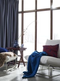 When you bring your outdoor chairs back inside for the winter, warm them up with a few warm and colourful additions. A throw and a cushion in rich, striking tones make the whole room feel cosier. #myIKEA #IKEAswitzerland #interiorideas #homeinspo #chairs #HAVSTEN #livingroomideas #Cosyhome #Winterdecoration #IKEAtextiles #plaid #POLARVIDE #seasonalandsmart #Winterdeko #Sessel #Zuhause #winterlich #einrichten
