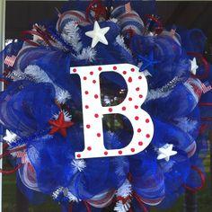 Deco mesh wreath Patriotic of July Deco Mesh Crafts, Wreath Crafts, Deco Mesh Wreaths, Wreath Ideas, Diy Wreath, Door Wreaths, Early Spring, Late Summer, Diy Ideas